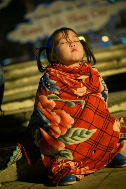 Đằng sau bức ảnh cô bé tựa thiên thần ở Sapa gây bão - 7
