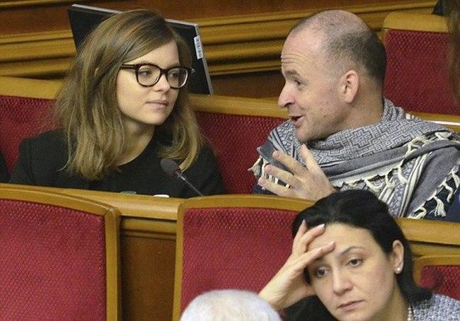 Nữ thứ trưởng Ukraine 24 tuổi dính bê bối ảnh ngực trần - 5