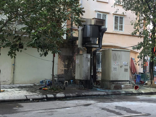 Bốt điện nổ lớn ở Hà Đông, nhiều người bỏng nặng - 1