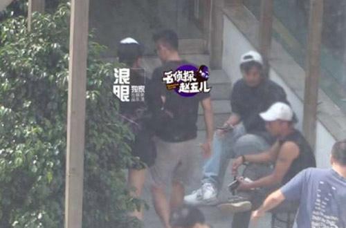 """Sốc: """"Ăn chả"""" lúc vợ mang bầu, Lin Dan cúi mặt xin lỗi - 3"""