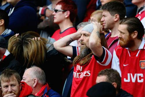 """Premier League: MU và Arsenal đua nhau """"móc túi"""" fan - 1"""