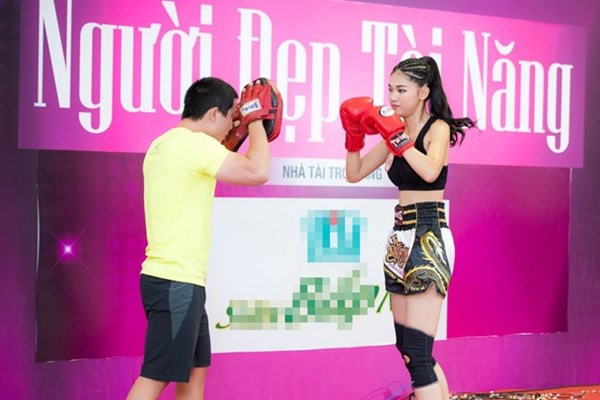 Á hậu Thanh Tú tập boxing như con trai để giảm cân - 2