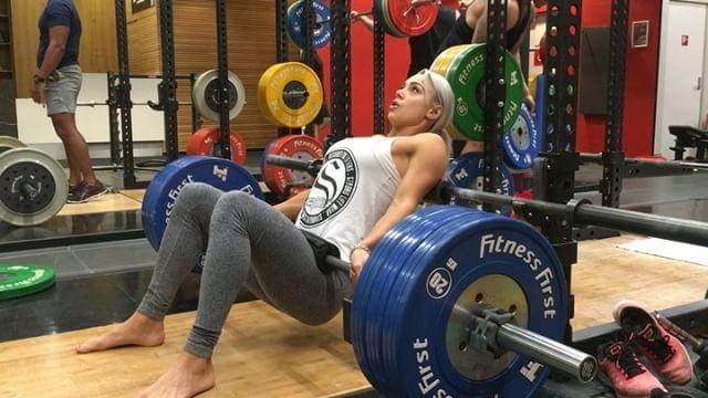 """Sắc vóc đẹp hơn """"hoạt hình 3D"""" của mỹ nữ Úc mê gym - 4"""