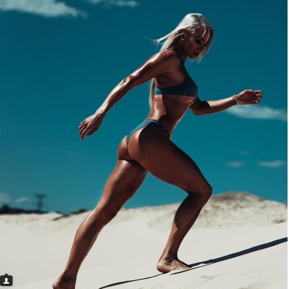 """Sắc vóc đẹp hơn """"hoạt hình 3D"""" của mỹ nữ Úc mê gym - 10"""