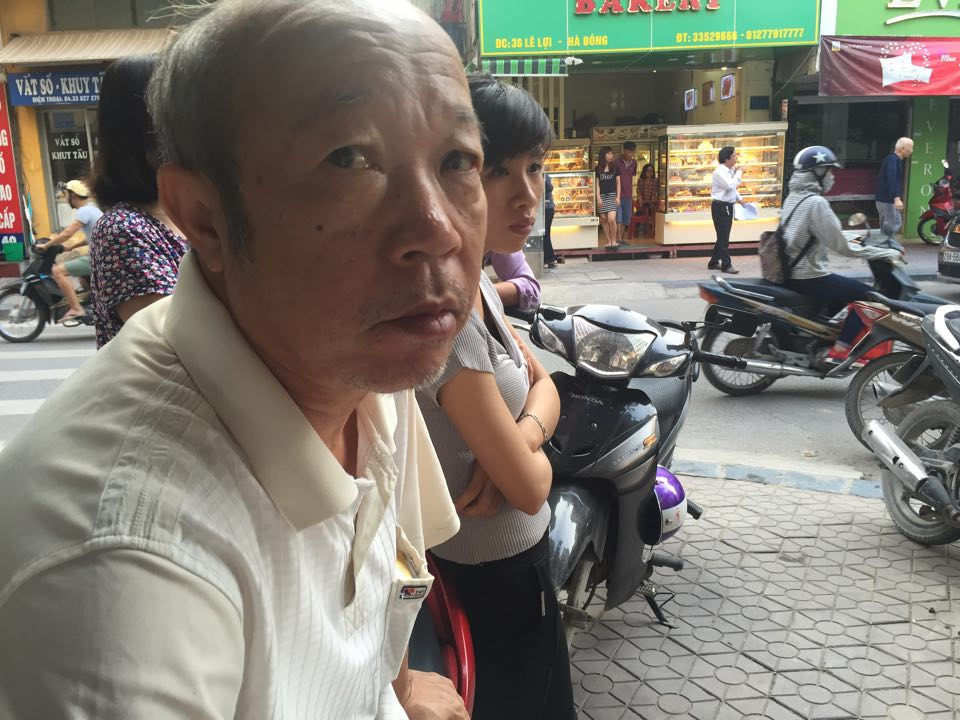 Vụ nổ bốt điện: Người đàn ông ngồi xe lăn bị cháy xém - 3