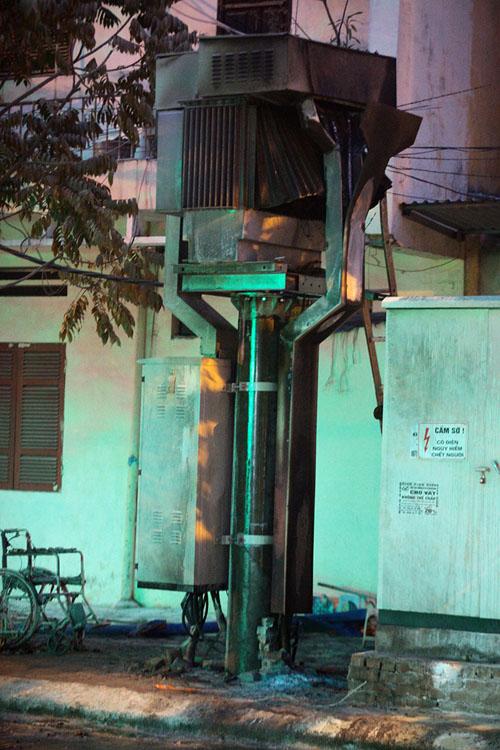 Ảnh: Hiện trường vụ nổ bốt điện kinh hoàng ở Hà Đông - 3