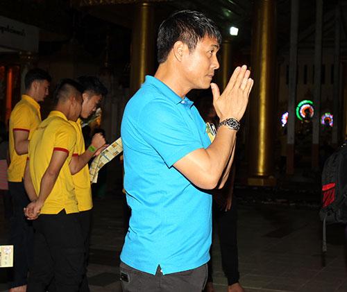 Hữu Thắng, Công Vinh, Công Phượng...đi chùa Vàng cầu may ở AFF Cup - 2