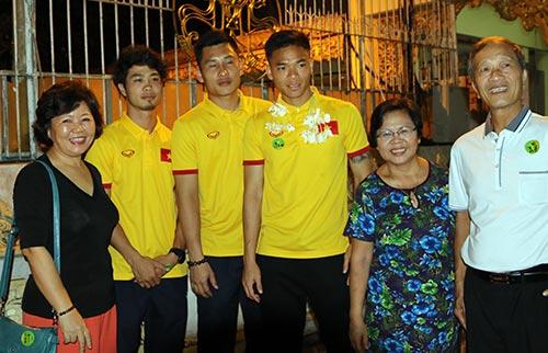Hữu Thắng, Công Vinh, Công Phượng...đi chùa Vàng cầu may ở AFF Cup - 3