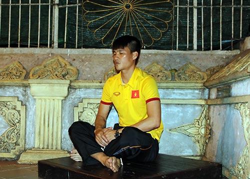 Hữu Thắng, Công Vinh, Công Phượng...đi chùa Vàng cầu may ở AFF Cup - 5