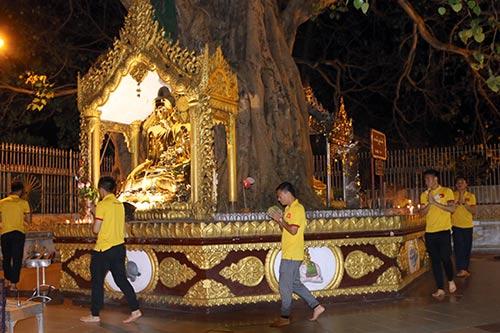 Hữu Thắng, Công Vinh, Công Phượng...đi chùa Vàng cầu may ở AFF Cup - 6