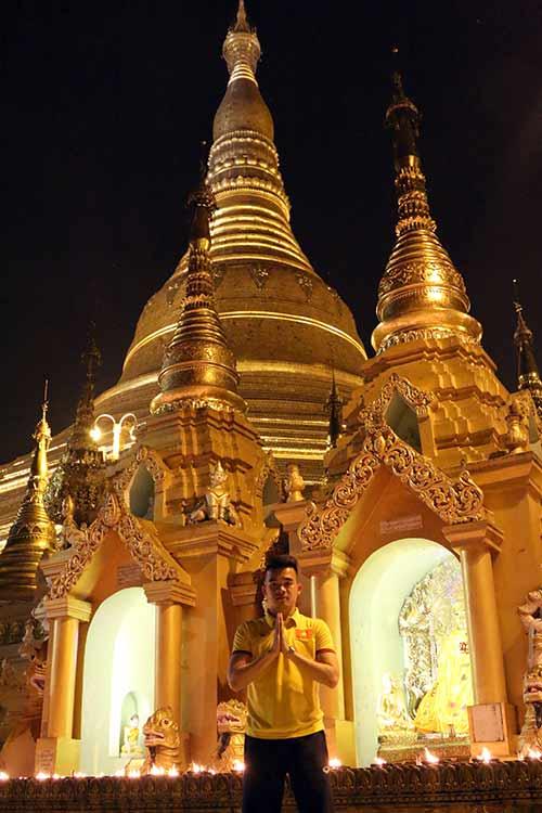 Hữu Thắng, Công Vinh, Công Phượng...đi chùa Vàng cầu may ở AFF Cup - 7