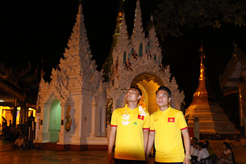 Hữu Thắng, Công Vinh, Công Phượng...đi chùa Vàng cầu may ở AFF Cup - 8