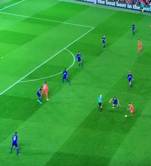 Wenger chế giễu MU, thách Mourinho chơi đôi công - 2