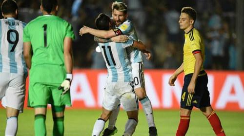 """Gia đình Messi & con gái Maradona """"tuyên chiến"""" nhà báo Argentina - 1"""