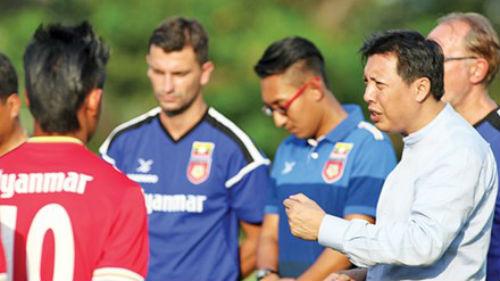 Chuyện ít biết về tỉ phú quyền lực của bóng đá Myanmar - 1