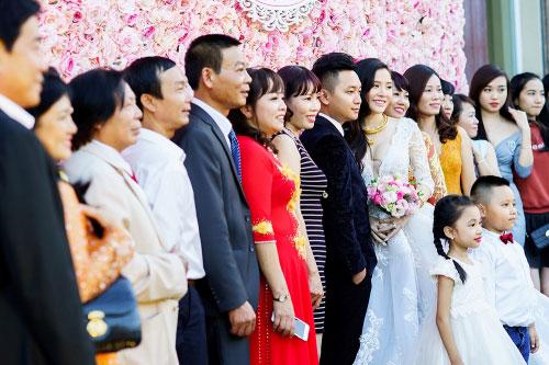 Dàn siêu xe 50 tỷ trong lễ cưới người đẹp và đại gia Hạ Long - 13