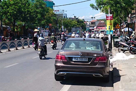 """Hàng loạt siêu xe biển """"khủng"""" của đại gia Huế vào tầm ngắm - 3"""