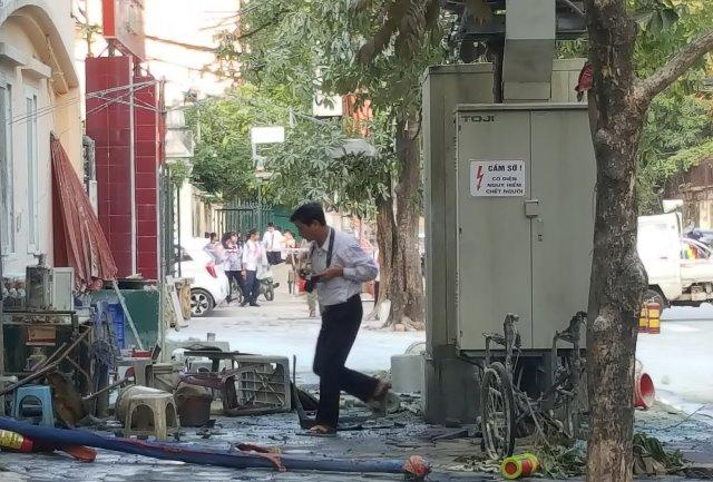 """Kinh hoàng những bốt điện """"tử thần"""" ở Hà Nội - 1"""