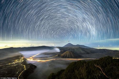 Ngắm vẻ đẹp ngoạn mục của bầu trời đêm - 1