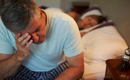 Khoa học phát hiện ra cách thoát khỏi chứng mất ngủ ở nam giới - 1