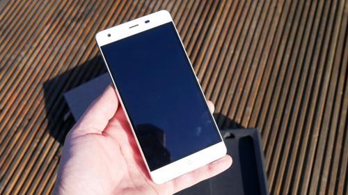 ULE Power: Điện thoại dùng 7 ngày vẫn còn pin - 2