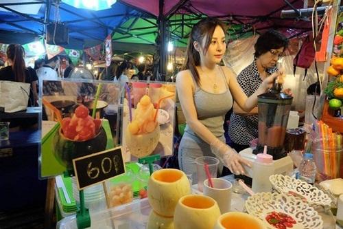 """""""Nữ thần nước ép"""" Thái Lan gây xôn xao với thân hình nóng bỏng - 1"""