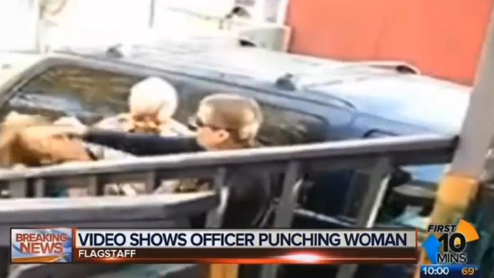 Video: Cảnh sát Mỹ gây sốc vì đấm thẳng vào mặt cô gái - 1