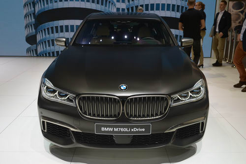 BMW M760Li: Siêu sedan 600 mã lực - 2
