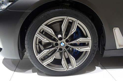 BMW M760Li: Siêu sedan 600 mã lực - 4