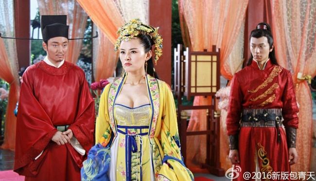Bộ phim có bối cảnh nhà Tống nhưng trang phục công chúa lại giống như thời Đường khiến nhiều người nổi giận.