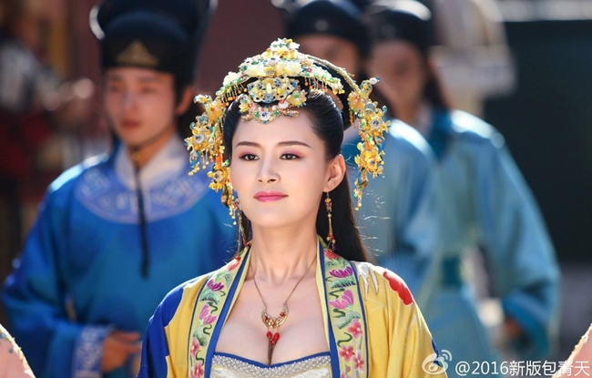 Đoàn phim truyền hình Bao Thanh Thiên 2016 gây chú ý khi tung hình ảnh công chúa Như Ý (Chu Hân Nghi) với trang phục hở vòng một táo bạo.