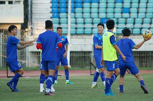 ĐT Việt Nam: Chơi bóng ném để thắng Myanmar ở sân Thuwunna - 8