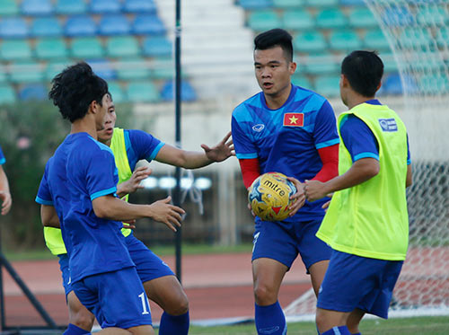 ĐT Việt Nam: Chơi bóng ném để thắng Myanmar ở sân Thuwunna - 9