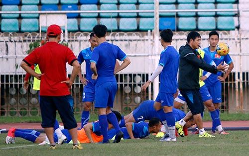ĐT Việt Nam: Chơi bóng ném để thắng Myanmar ở sân Thuwunna - 11