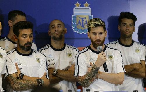"""Messi: Đại ca đích thực và """"núi"""" USD chờ đút túi như Ronaldo - 1"""