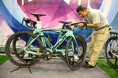 Chiêm ngưỡng xe đạp siêu lạ, đắt ngang ô tô ở HN - 2