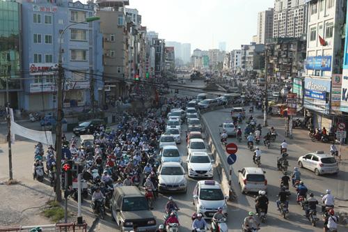 """Hà Nội: Nhà mỏng manh trên """"đường cong mềm mại"""" - 1"""