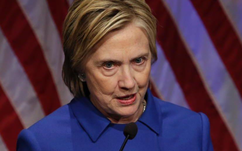 Khuôn mặt không son phấn của bà Clinton nói lên điều gì? - 2