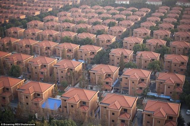 Ảnh: Ngôi làng giàu nhất TQ, mỗi người được cấp 3 tỉ đồng - 2