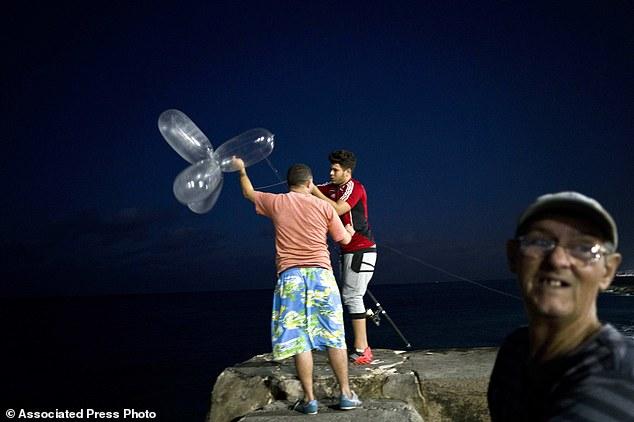 Cuba: Dùng bao cao su bắt cá ngừ bạc triệu - 1