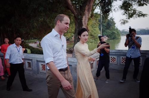 MC xinh đẹp VTV4 tiết lộ điều ít biết về Hoàng tử Anh - 2