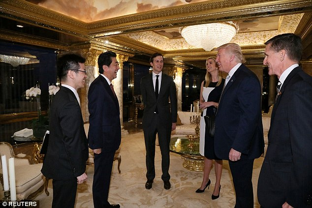 Dân Mỹ giận dữ vì con gái Trump gặp Thủ tướng Abe cùng bố - 1
