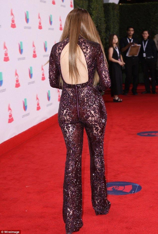 """Jennifer Lopez gợi cảm """"quên sầu"""" ở tuổi U50 - 3"""