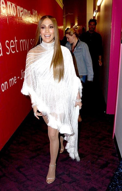 """Jennifer Lopez gợi cảm """"quên sầu"""" ở tuổi U50 - 6"""