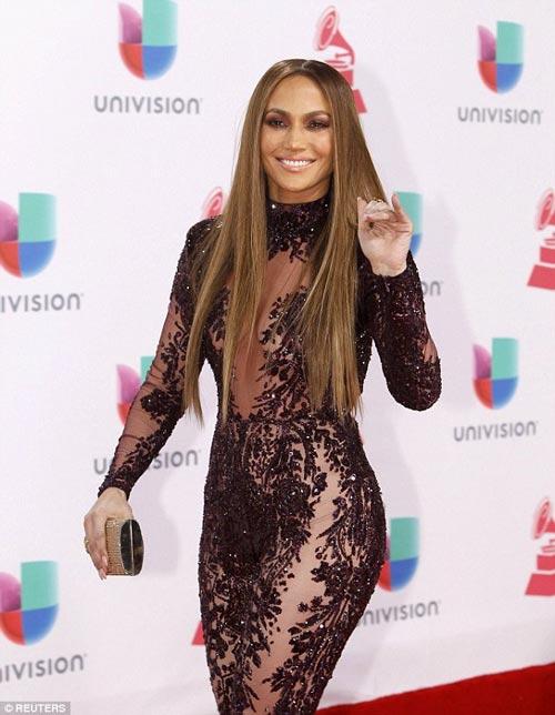 """Jennifer Lopez gợi cảm """"quên sầu"""" ở tuổi U50 - 4"""