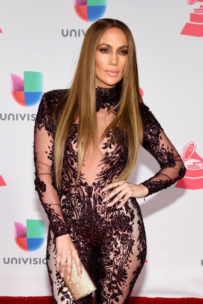 """Jennifer Lopez gợi cảm """"quên sầu"""" ở tuổi U50 - 5"""