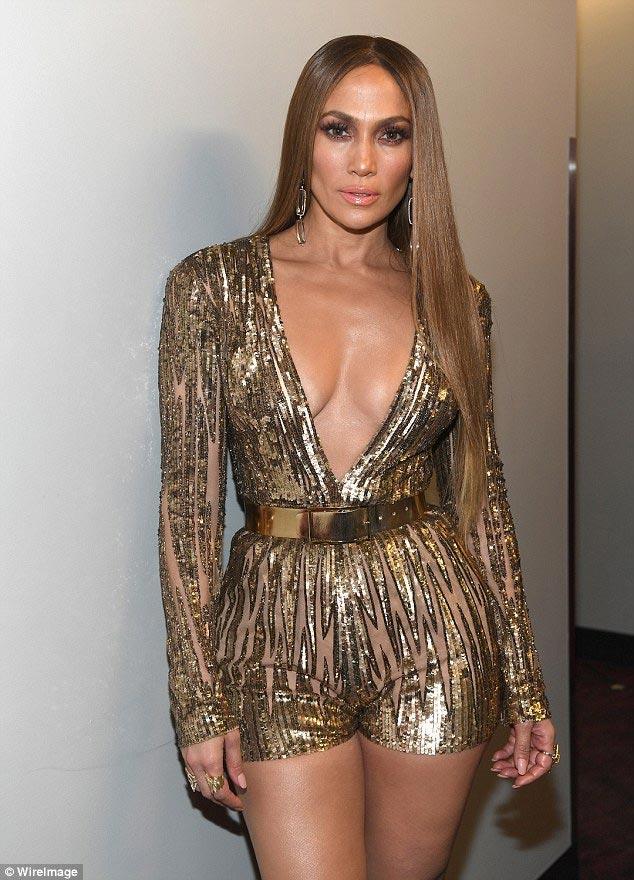 """Jennifer Lopez gợi cảm """"quên sầu"""" ở tuổi U50 - 9"""
