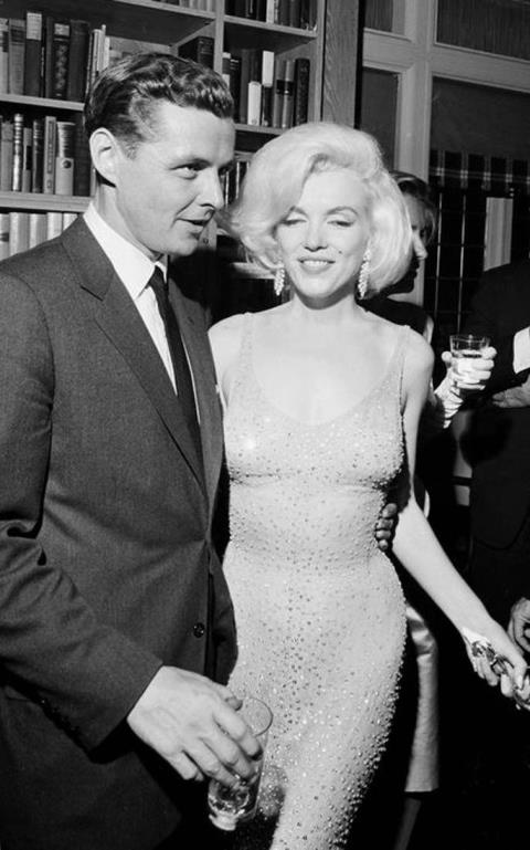 Cận cảnh chiếc váy 4,8 triệu USD của Marilyn Monroe - 1