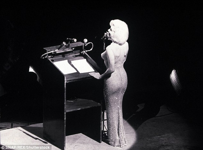 Cận cảnh chiếc váy 4,8 triệu USD của Marilyn Monroe - 2