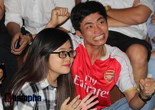 """""""Xé nát"""" lưới MU cuối trận, fan Arsenal bật khóc nức nở - 4"""